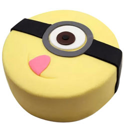 Minion Creamy Cake for Kid