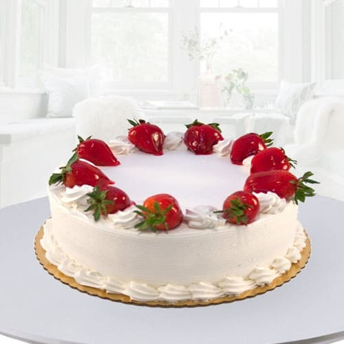 Tasty Eggless Strawberry Cake for Mummy