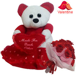 Trendsetting Teddy Bear with Bouquet
