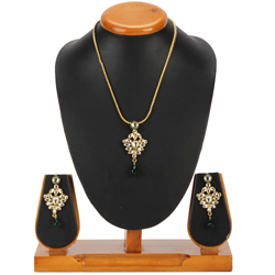Symmetrical Avon Nistha Kundan Pendant and Earrings Set