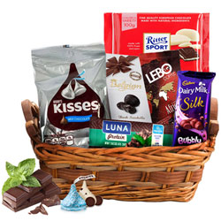 Toothsome Choco Essential Gift Basket